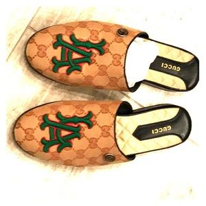 Brand New never been worn Gucci LA Slippers